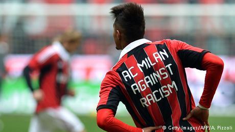 AC Milan Prince Kevin Boateng gegen Rasismus (Getty Images/AFP/A. Pizzoli)