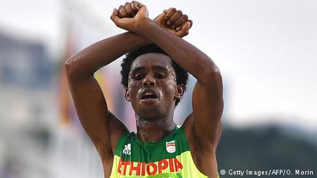 Brasilien Olympische Spiele Rio 2016 21 08 - Marathon Feyisa Lilesa (Getty Images/AFP/O. Morin)