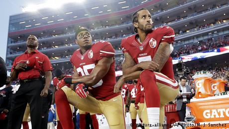 USA NFL Football 49ers Eric Reid und Colin Kaepernic (picture-alliance/AP Photo/M. J. Sanchez)