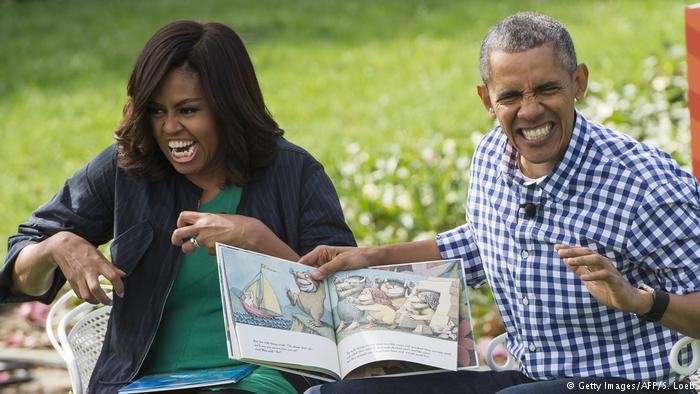 Michelle and Barack Obama acting out children's book (Getty Images/AFP/S. Loeb)