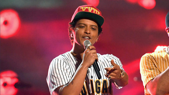 Bruno Mars accused of cultural appropriation, black celebrities come to his defense