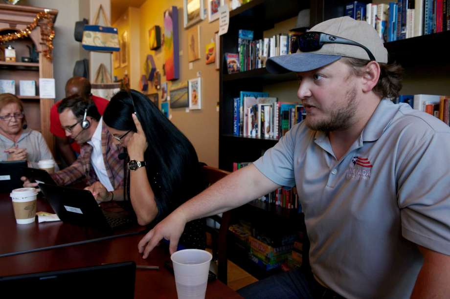 Seb Rougemont, regional director of the Nevada Republican Party, teaches volunteers how to phone voters at Avery's Coffee in Las Vegas, Nevada on Friday. Photo: Photo For The Washington Post By Bridget Bennett / Bridget Bennett