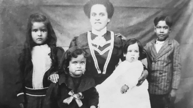 Seen here with four of her eight children, Irie Lee Williams Brown was born in 1883 and became the second wife of widower Rev. Lewis Brown in Rappahannock County, 25 years her senior.