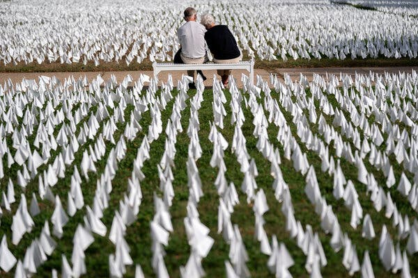 Parade grounds in Washington in October, with white flags representing the number of people who have died from Covid-19 in the United States.